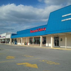 The former Hancock Fabrics site on South Willow Avenue will soon be occupied by Harbor Freight Tools.